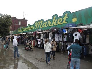 Mercado de Camden Town, situado en un barrio de Londres, famoso por albergar puestos de variedad y extravagancia.