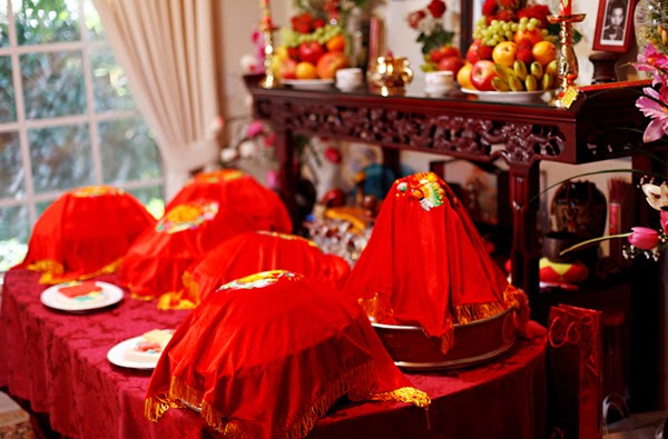 Custom of wedding in vietnam wedding ceremony guests would be invited to come to join a party and celebrate the couples happiness the couple should pray before the altar asking their junglespirit Gallery