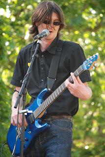 Gwendal, guitariste de Daonet fête de la Bretagne 2012 Nantes