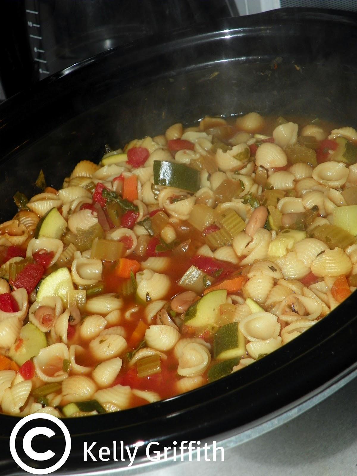 Foodtography: Crock Pot Minestrone Soup