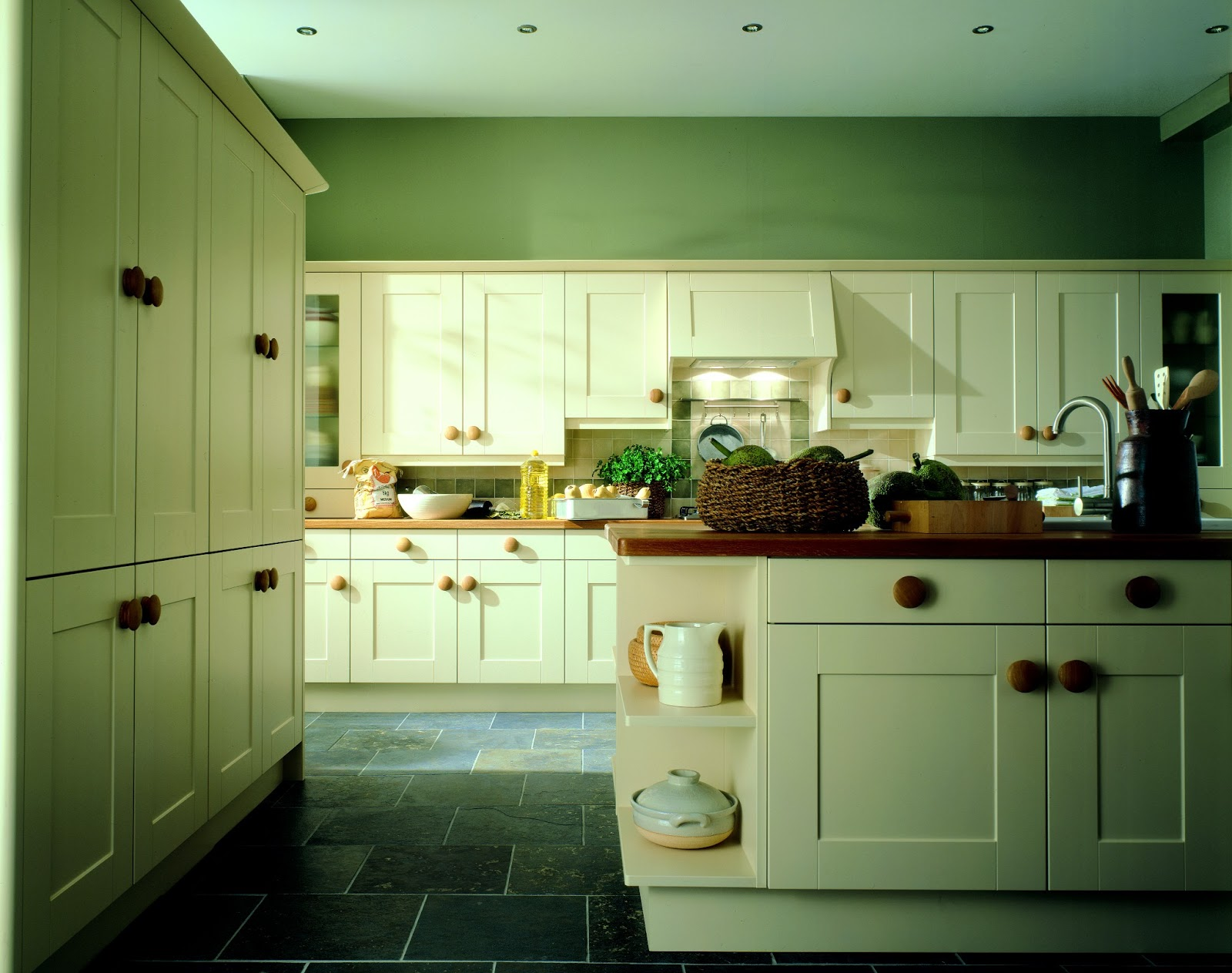 Kitchen fitters glasgow edinburgh and throughout scotland for Mid range kitchen cabinets