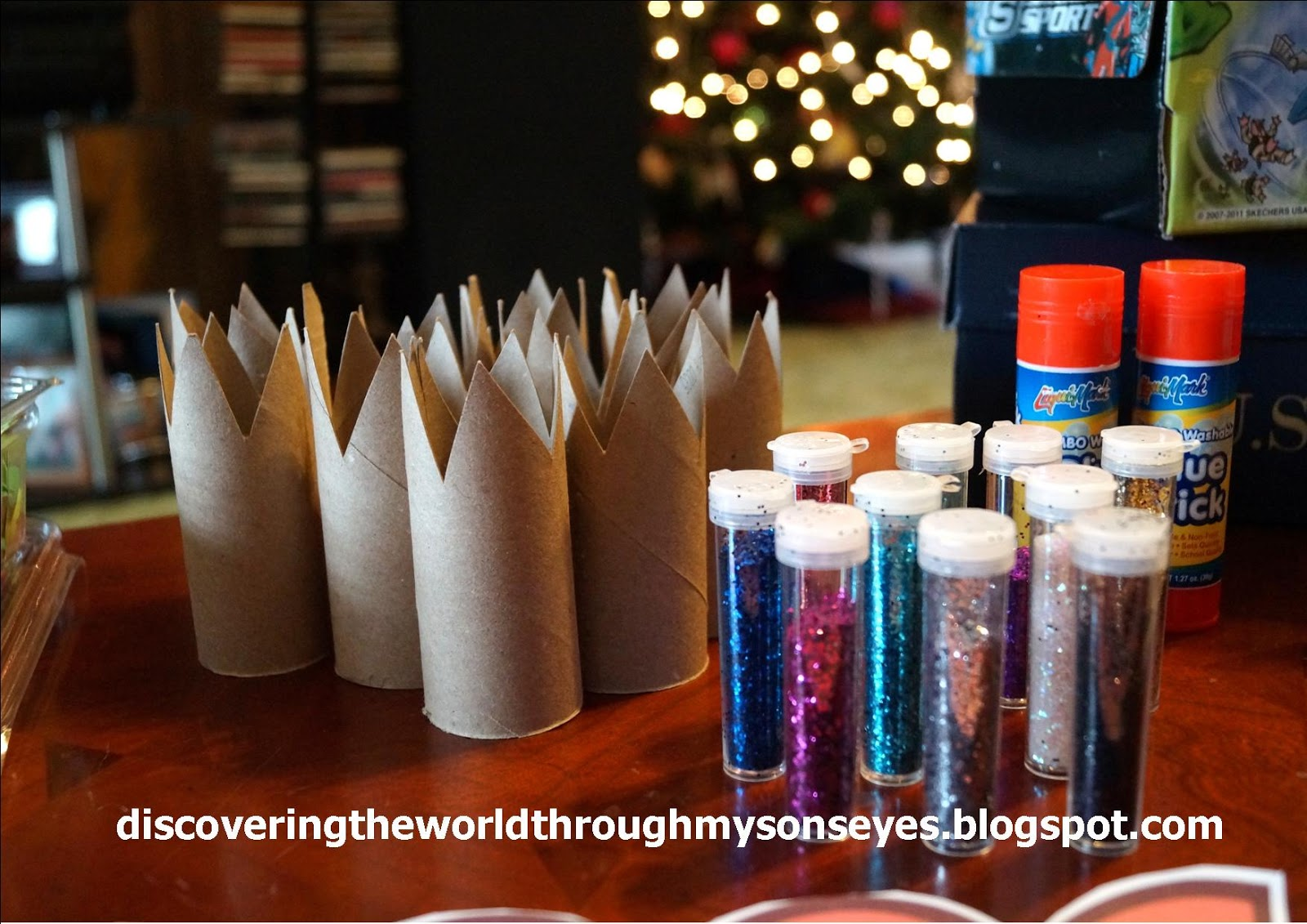 Empty Toilet Paper Rolls Cut Up As Crowns For The Children To Decorate With Glitter