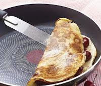 استخدام ادوات معدنية في مقلاة غير لاصقة عادة طهي غير صحي