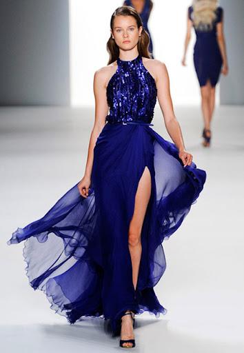 Тъмносиня рокля с блестящ корсет и ефирна пола на Elie Saab