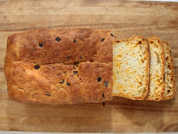 Cookistry: Cheddar and Chiles Bread (Kneadlessly Simple)