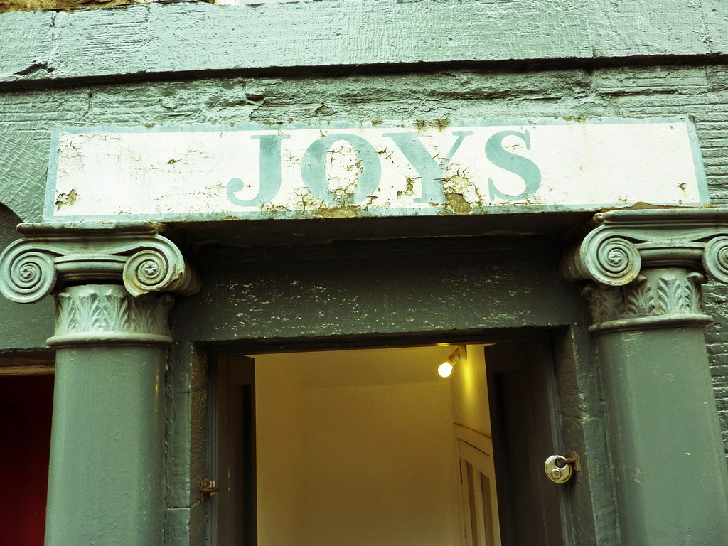 """Joys"" painted on a lintel in Edinburgh"