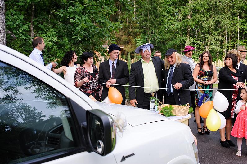 Vestuvių papročiai: kelio užtvėrimas