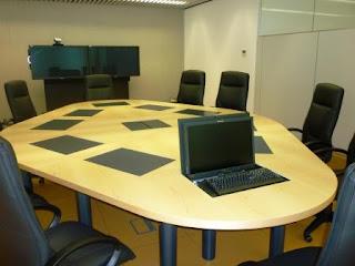 Ordenador-integrado-en-mesa