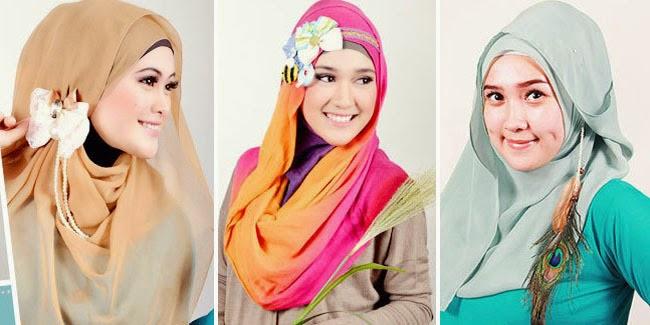 Tampil Menawan Dengan Atasan Bermotif dan Hijab