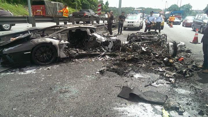 Aku Dayat 3 Kereta Mewah Terbakar Di Highway Plus