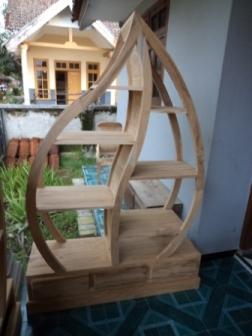 ... furniture mentah (belum difinishing) yang terbuat dari kayu jati