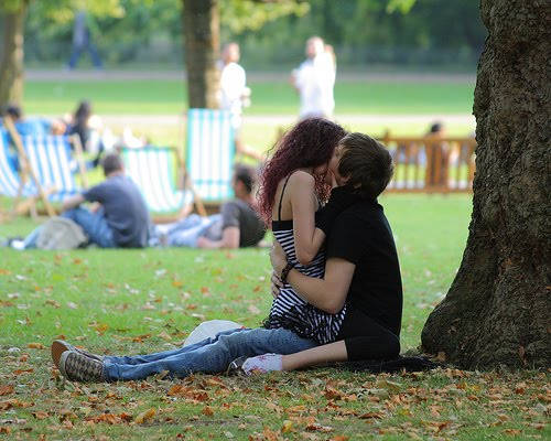 kissing couple photo lovely sms
