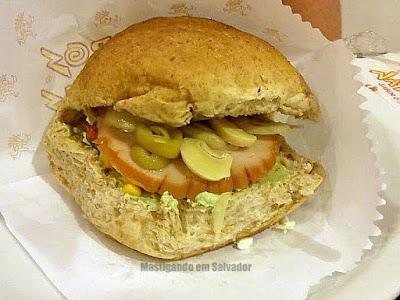 Ácidos Naturais: Um sanduíche montado pelo cliente