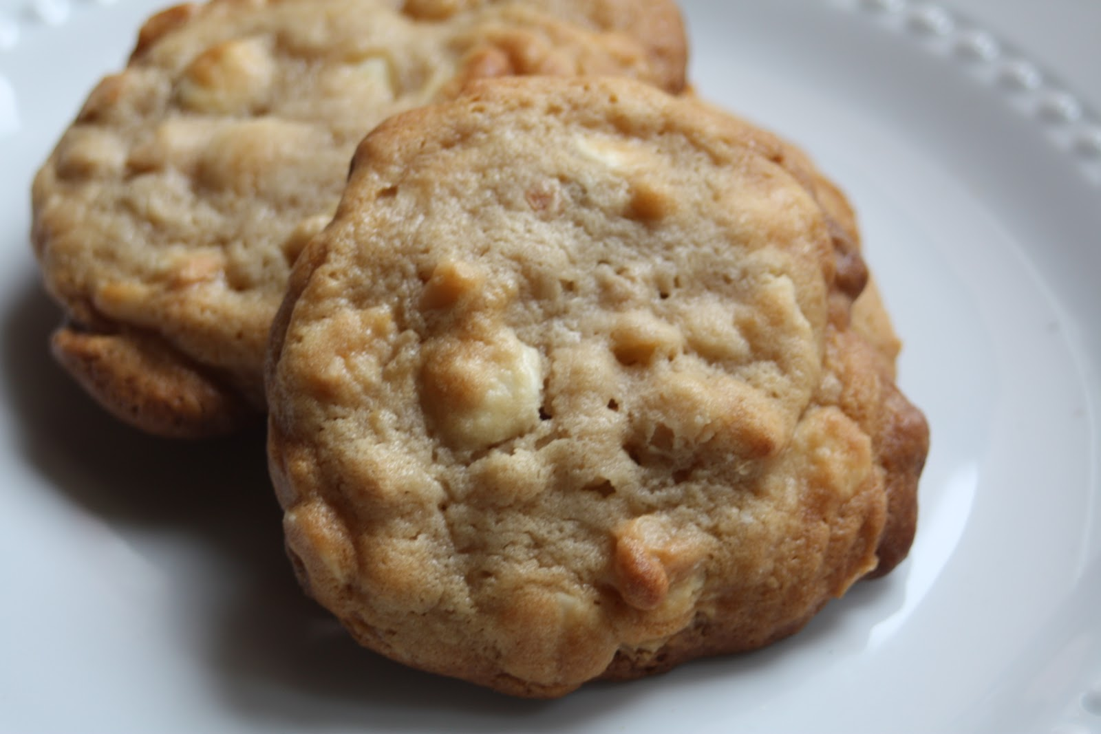 Paper Plates and China: White Chocolate Chip Macadamia Nut Cookies