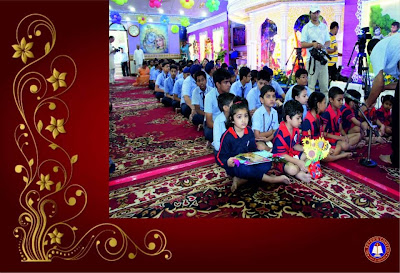 Jagadguru Kripalu Maharaj with girls and boys of St. Peters Convent Delhi