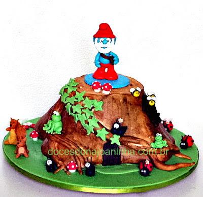 Bolo Smurfs casinha tronco de árvores com cogumelos, esquilos, sapinhos, abelhinhas, joaninhas e formiguinhas