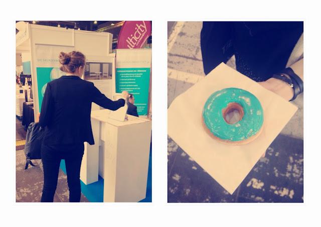 blauer Donut, Messe deGUT im Flughafen Tempelhof