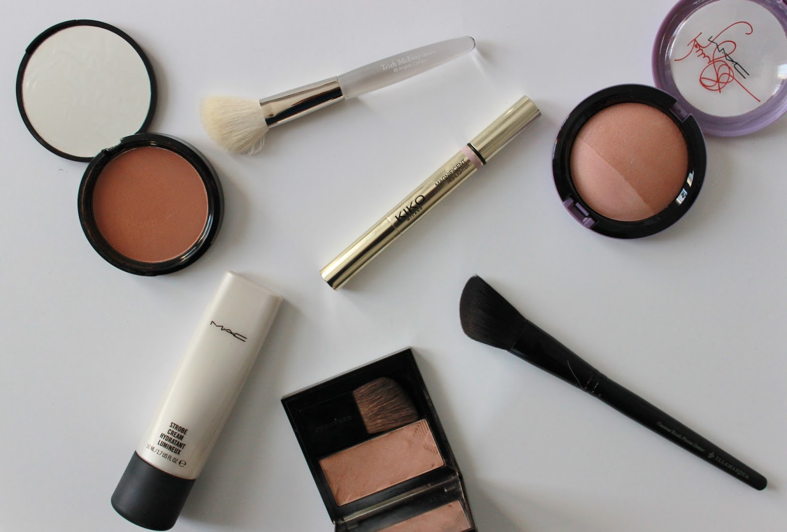 contouring and highlighting products