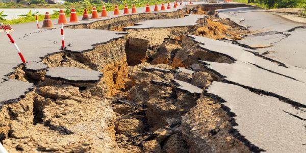شاهد البلدان التي تضربها الزلازل  مباشرة الآن وانت جالس امام حاسوبك