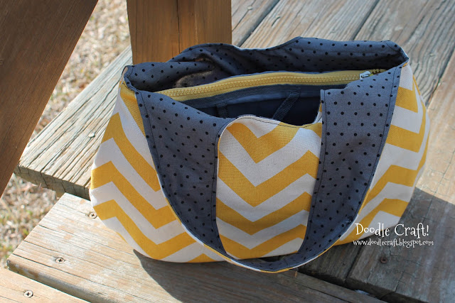 http://2.bp.blogspot.com/-JP5f3MmiN1s/USeP2IRrikI/AAAAAAAAVs0/T2OEilzLGB8/s640/yellow+and+gray+chevron+reversible+purse+finished+bag.jpg