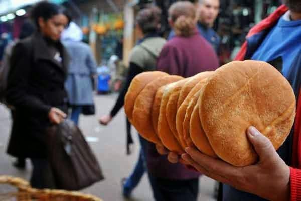 صحيفة إسبانية: المغاربة شعب الخبز .. وأبطال العالم في استهلاكه