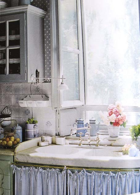 Eye For Design: Decorating With Skirted Kitchen Cabinets and Sinks