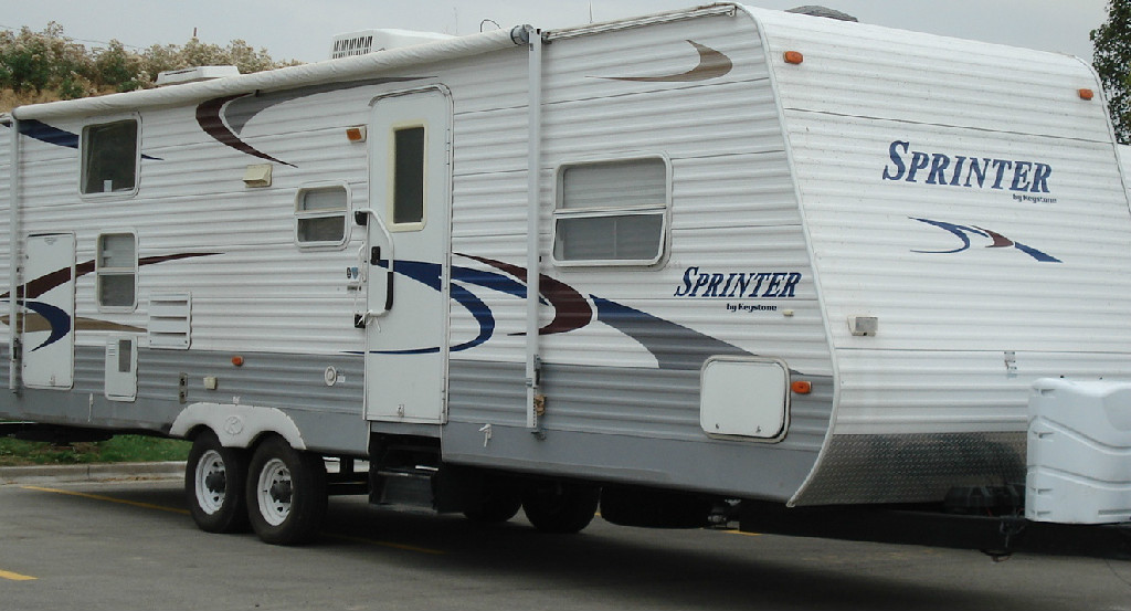 Sprinter Yr 2005 Model 307 BHW One Slide Out Bunk Comes With A Honda 4000 Watt Super Quiet Generator Outside Shower Sleeps 8