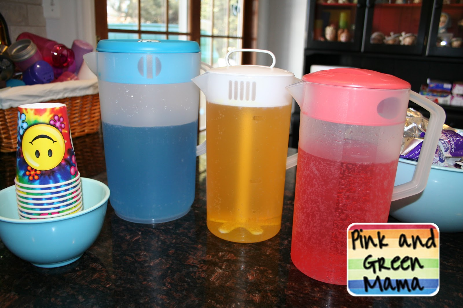 Pink and Green Mama: * Color Mixing Fun with Drinks and Water: pinkandgreenmama.blogspot.com/2012/03/color-mixing-fun-with-drinks...