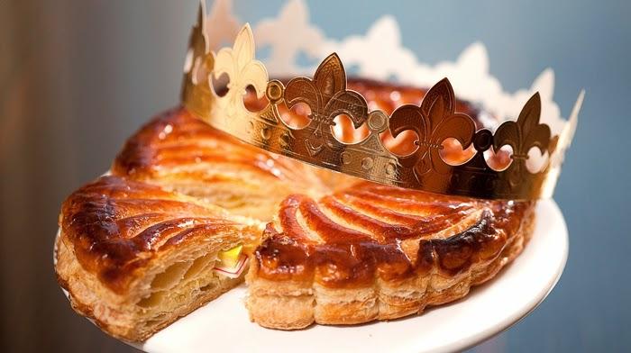 """il tipico dolce francese """"Galette des Rois"""" con al suo interno una fava"""
