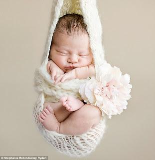 Gaya Bayi Ketika Berfoto Di Studio