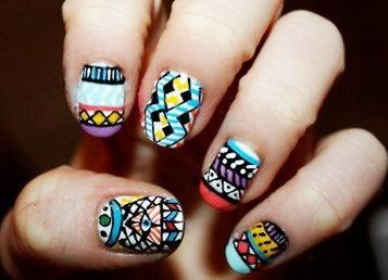 Diseño de uñas de colores como obra de arte