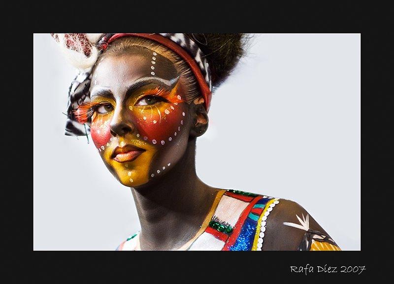 fiesta africano sentado en la cara