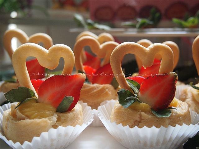 Tempahan Heart Shape Cream Puffs, cream puff bentuk hati untuk majlis ...