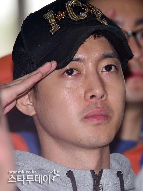 Kim Hyun Joong và bạn gái cũ được gọi xét nghiệm ADN