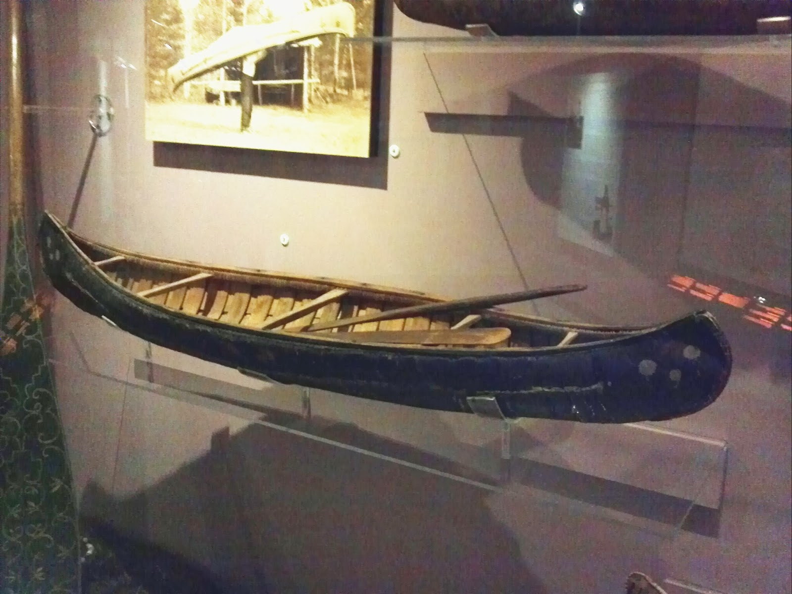 Montagnais crooked canoe model