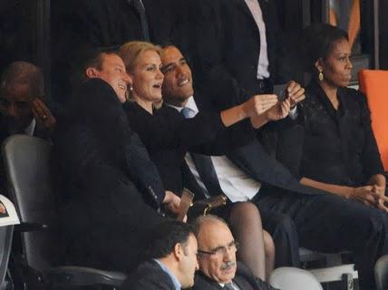 Барак Обама, Дэвид Кэмерон и премьер-министр Дании Хелле Торнинг Шмидт сделали этот селфшот во время церемонии похорон и прощания с Нельсоном Манделой