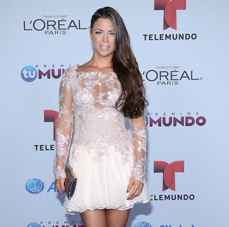4- Ximena Duque Arrasa en Premios Tu Mundo