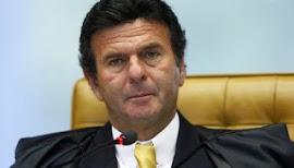 Ministro do STF recebe da Uerj sem trabalhar