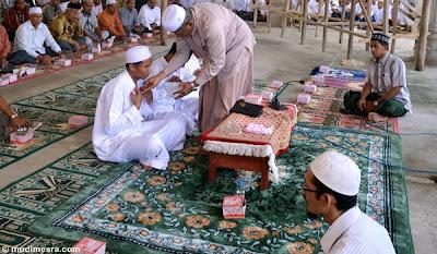 Peusijuek merupakan prosesi 'wajib' dalam setiap acara pernikahan.