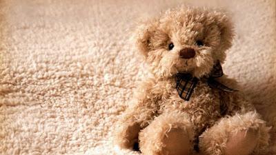 Gambar Wallpaper Teddy Bear Melamun