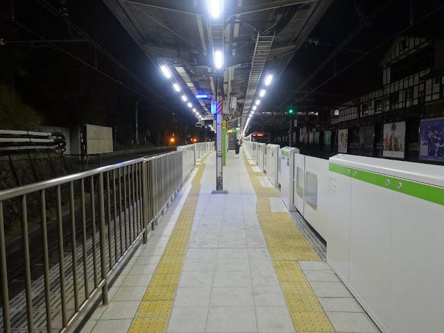 夜景,原宿駅ホーム〈著作権フリー無料画像〉Free Stock Photos