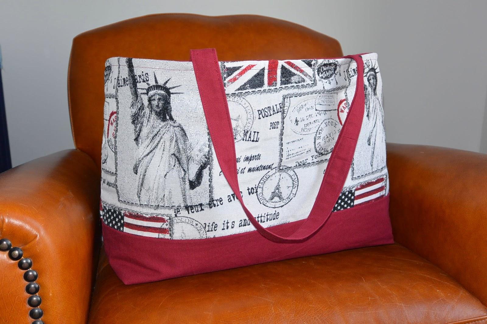 sac shopping ou de plage Voyage USA/UK, tissu jacquard et coton rouge bordeaux, anses et poche interieure fermeture éclair