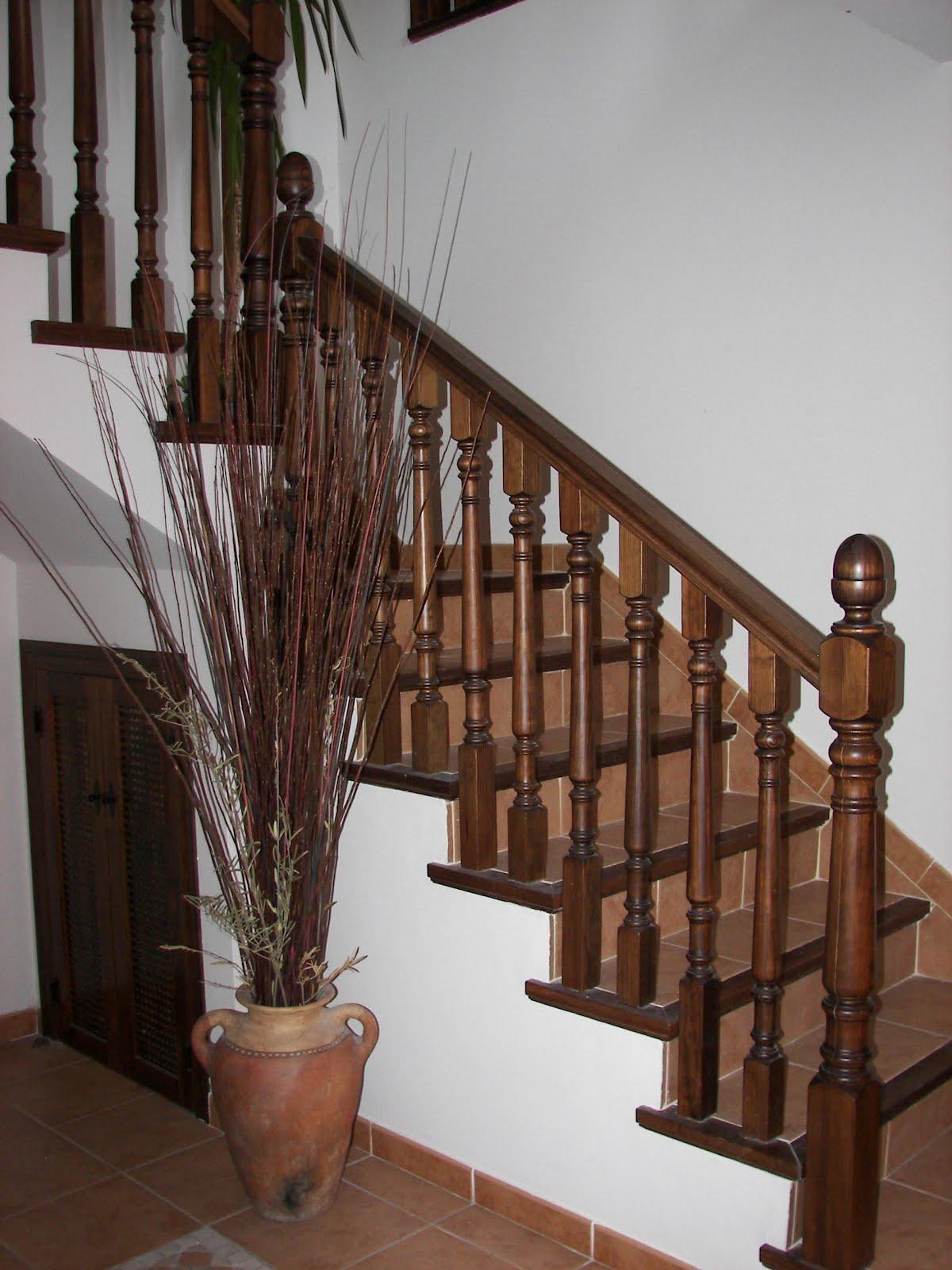 Barandas pasamanos y pilares de madera para escaleras balcones - Barandas de escaleras de madera ...
