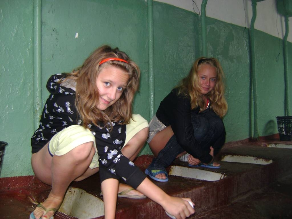 zhenskiy-tualet-v-obshage-porno-video