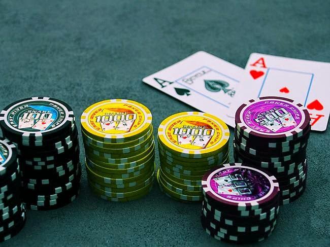 Учимся играть в покер, играть в покер и зарабатывать, видео-уроки покера