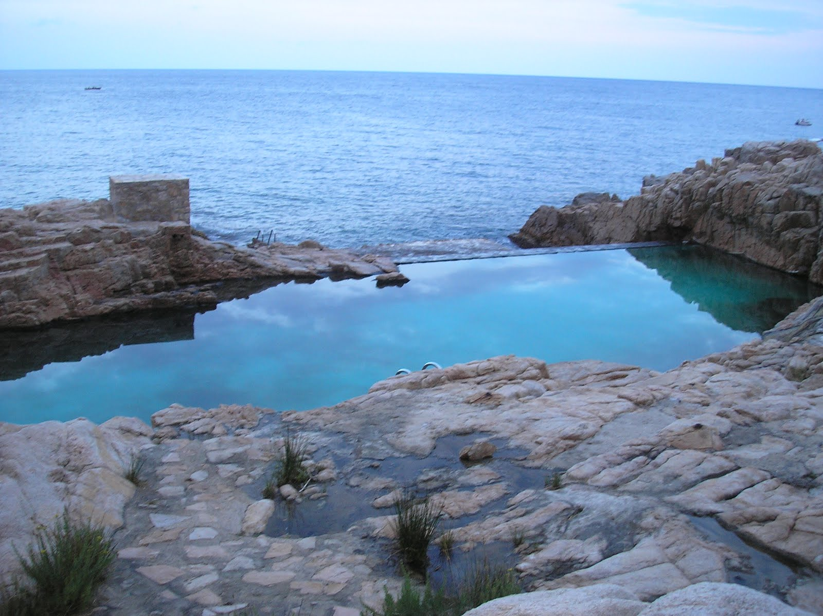 apolog a de la curiosidad una de las piscinas de mar m s On piscina natural begur