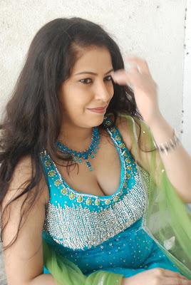 anusha exposing cute stills