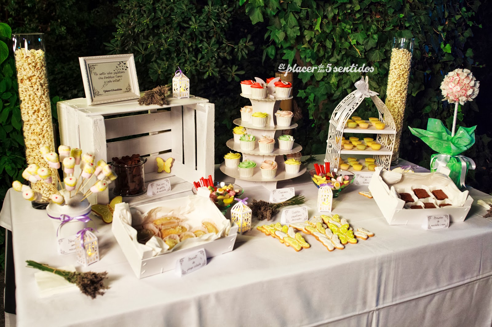 El placer de los cinco sentidos mesa de dulces para una boda for Fotos de mesas de bodas