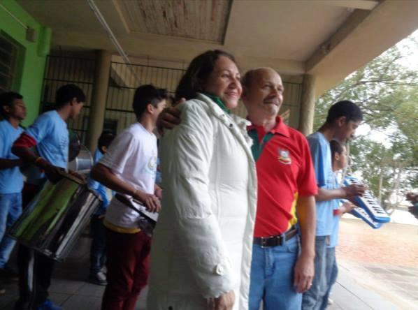 Chegada de Manoel e Lú Ianzer a Escola Arnaldo Faria