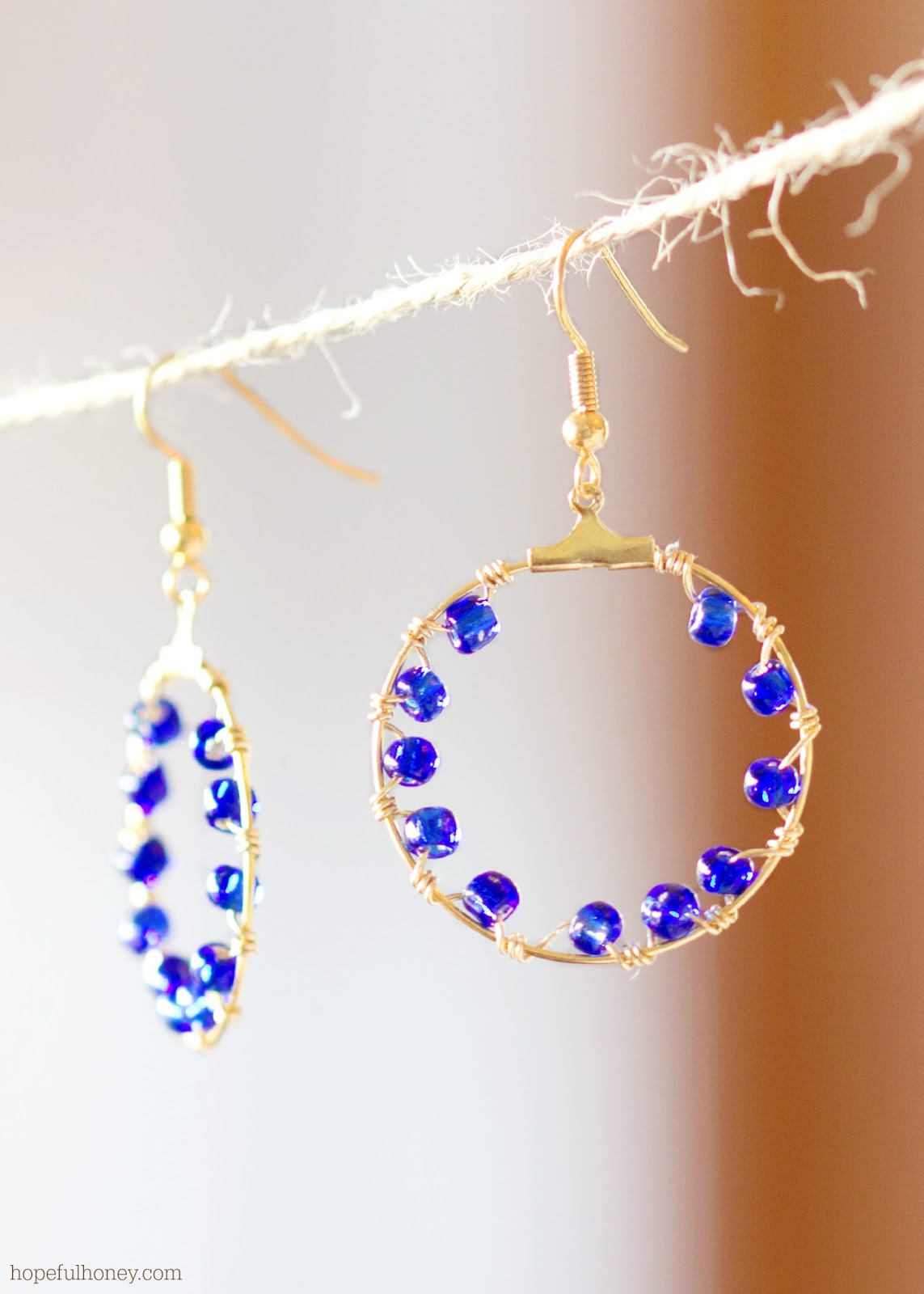 http://2.bp.blogspot.com/-JSb_t6iP9Uw/U4mpg-SlsoI/AAAAAAAAKS4/W6Crx12CIAs/s1600/DIY+Salacia+Hoop+Earrings+6.jpg